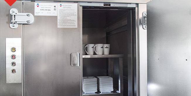 Małe windy towarowe w gastronomi